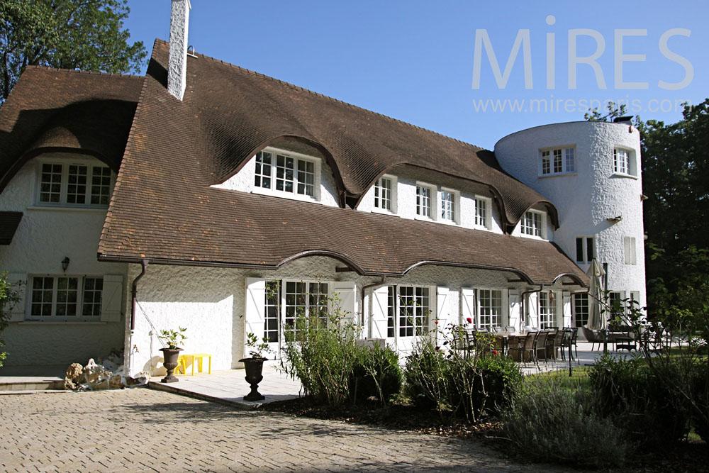 Family residence. C0916