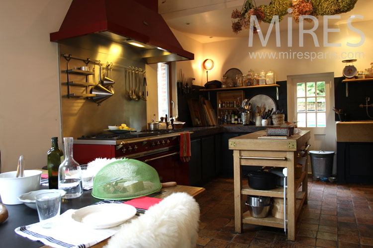 Sublime country kitchen. c0921