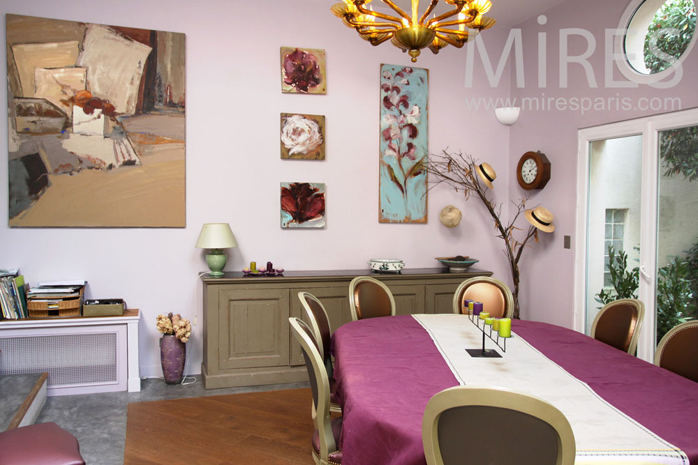 Pink dining room. C0922