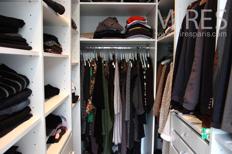 Dressing wise to tidy room. c0925