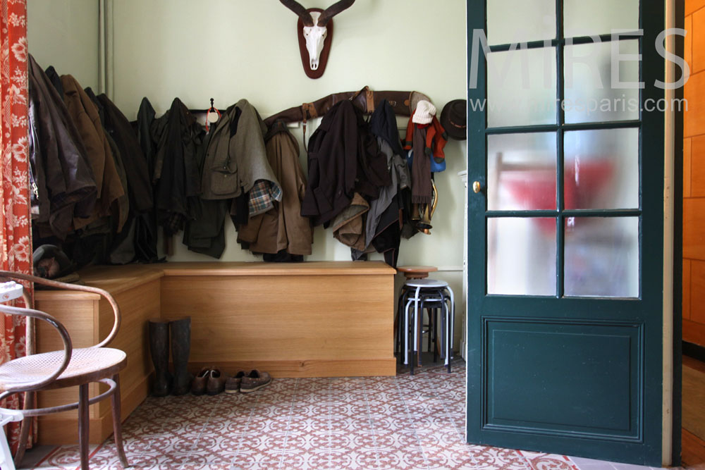 Cloakroom at the entrance. C0926
