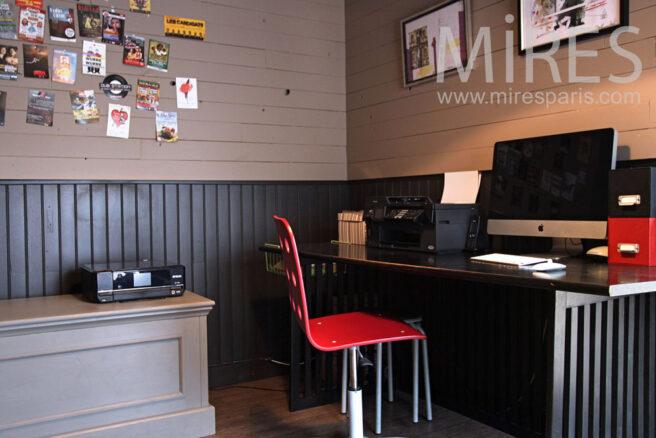 petit bureau aux lambris peint c0928 mires paris. Black Bedroom Furniture Sets. Home Design Ideas
