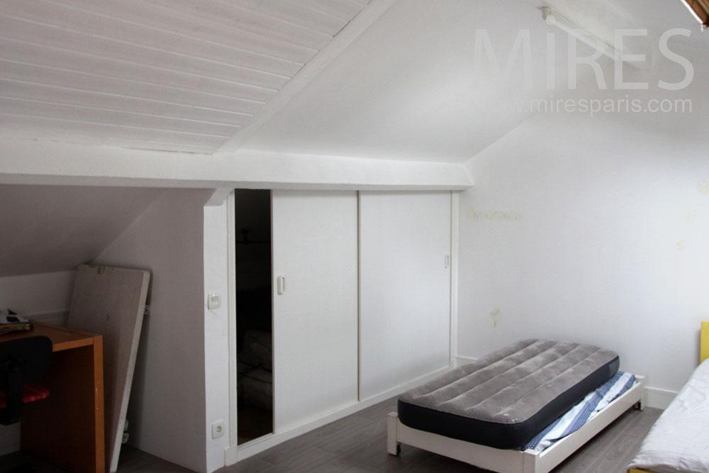 Chambre mansardée pour les amis. C0928 | Mires Paris