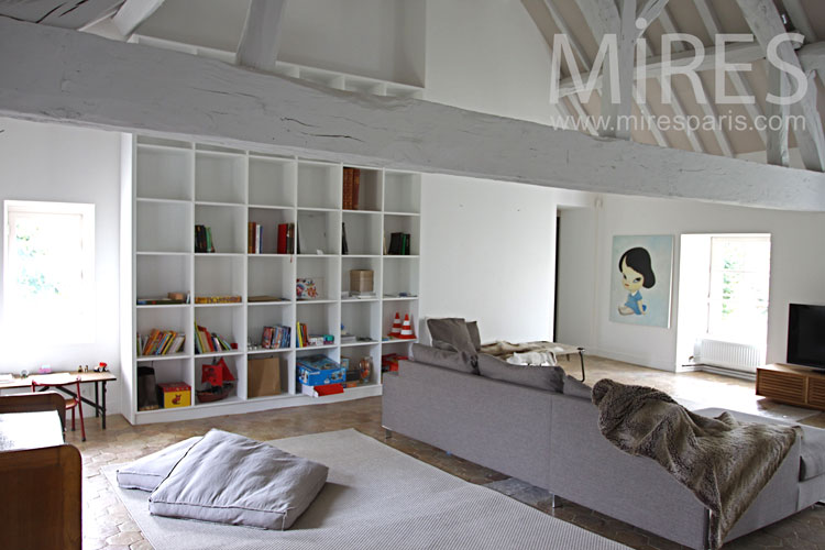 Renovated attic, games and TV. C0932