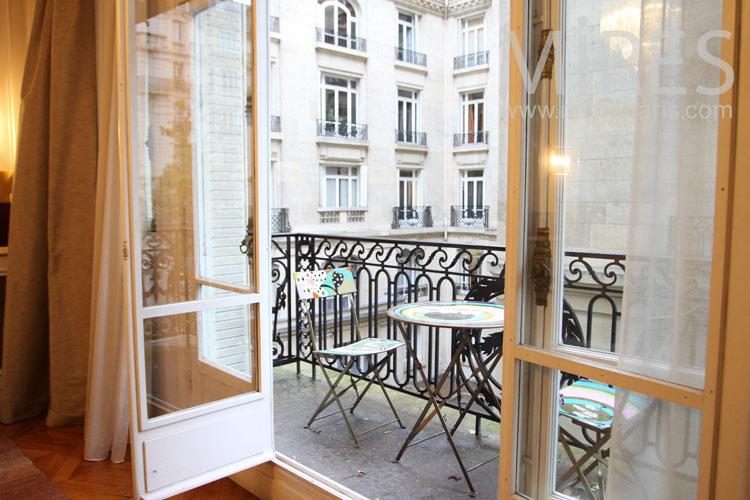 Petit balcon à pique nique. C0943