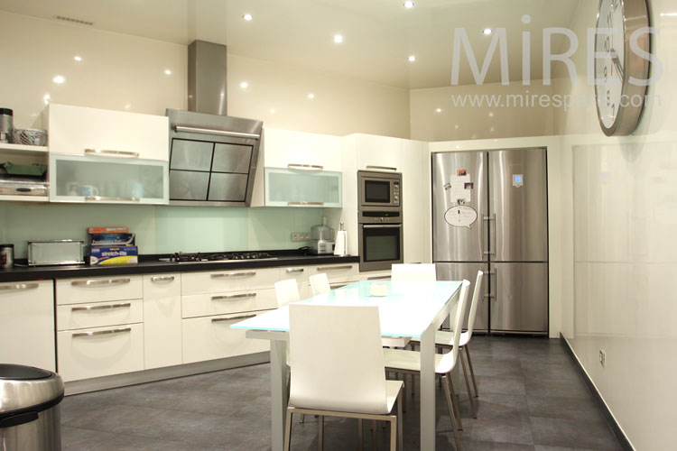 The art of triangular kitchen. c0943