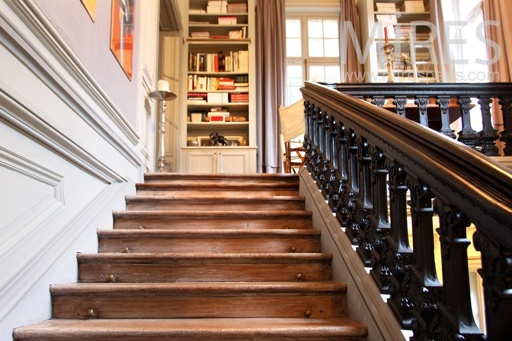 bureau biblioth que et balcon en haut de l escalier c0949 mires paris. Black Bedroom Furniture Sets. Home Design Ideas