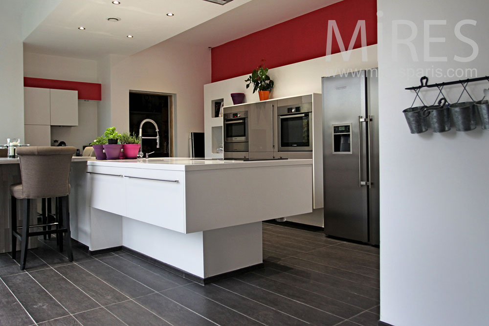 Modern kitchen, red and white. C0958