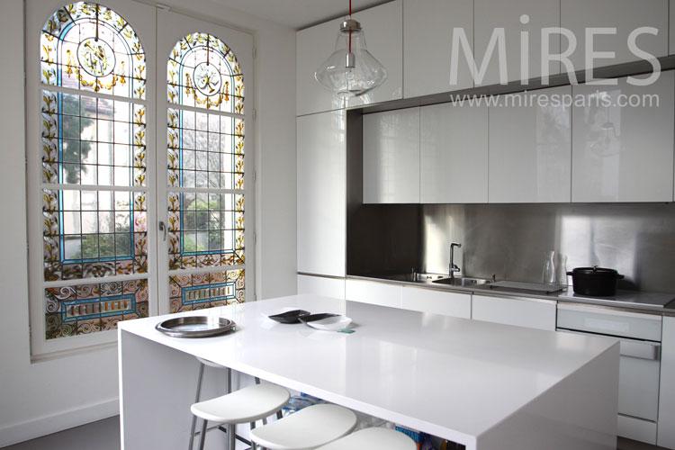 White lacquered kitchen. C0961