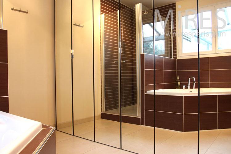 Baignoire et miroirs. C0967