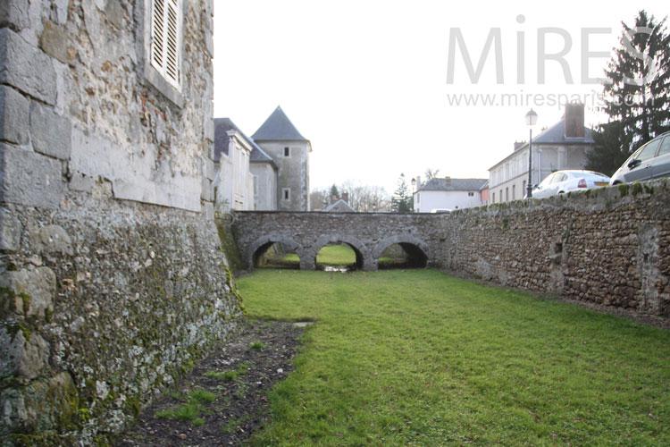 Pont de pierre. C0968