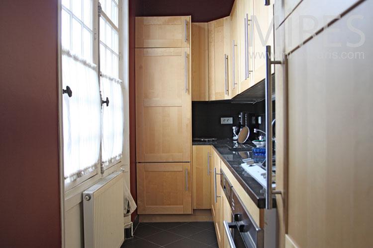 Ingénieuse cuisine de couloir. C0971