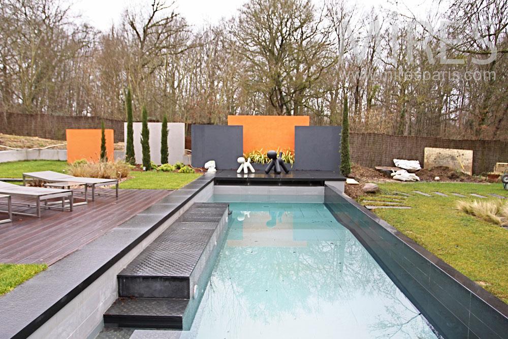 Couloir de nage dans le jardin c0974 mires paris for Jardin en couloir