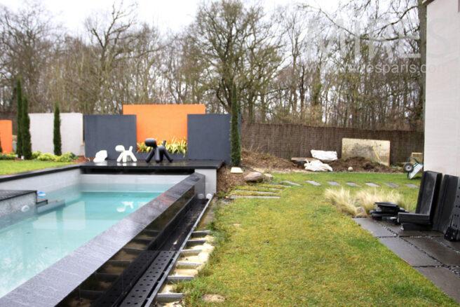 Couloir de nage dans le jardin c0974 mires paris for Club piscine entrepot