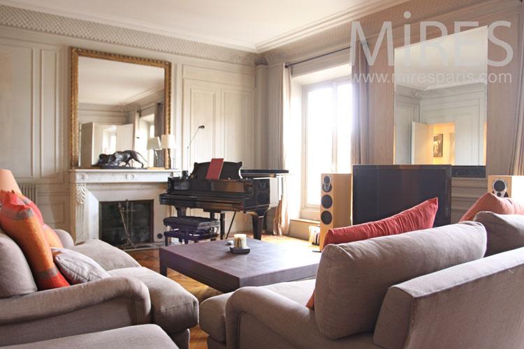 Petit intérieur cosy au centre de Paris. C0982