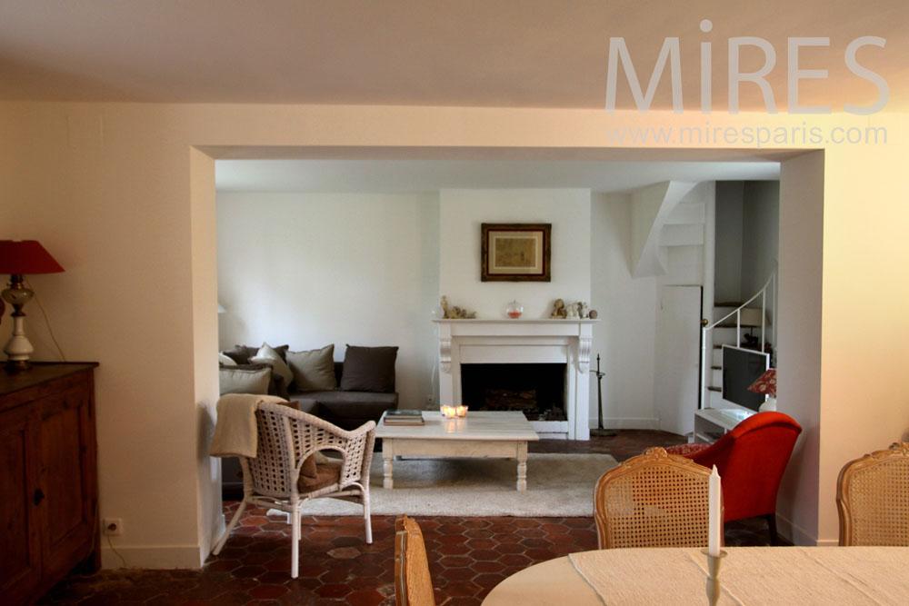 salon cosy blanc et rouge c0984 mires paris. Black Bedroom Furniture Sets. Home Design Ideas