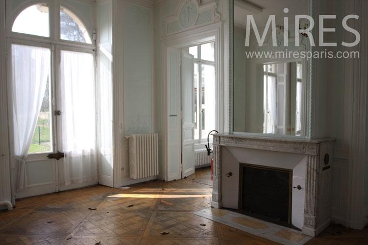Two empty rooms. C0992