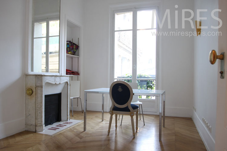 Small office in Paris. C1002