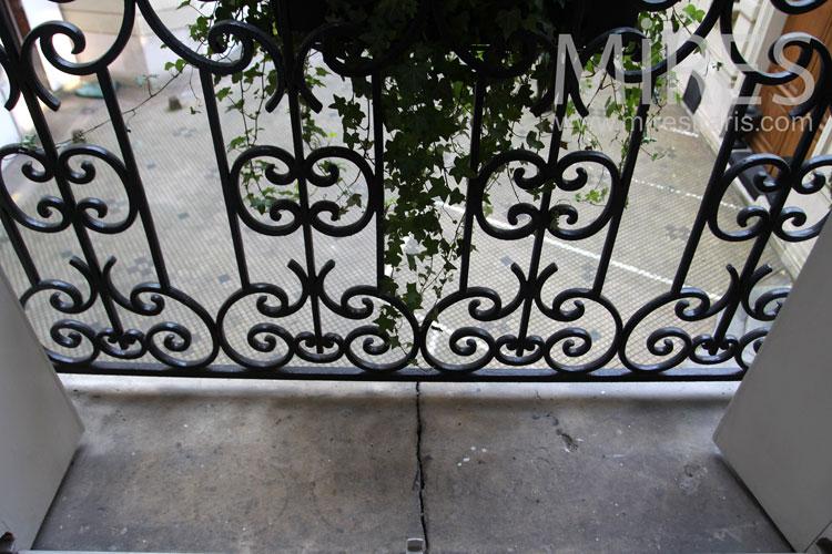 Balcon sur cour. C1003