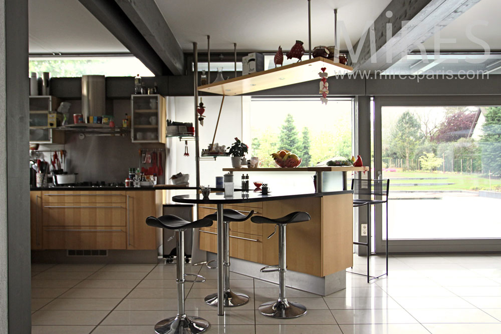 Open kitchen with overview. C1015
