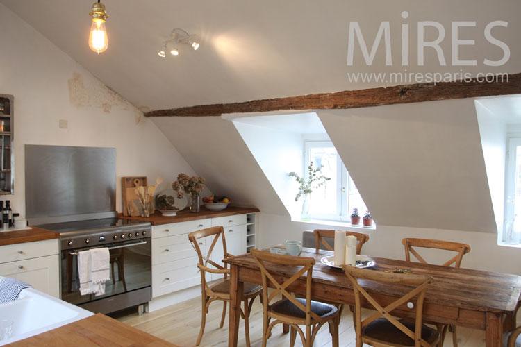 Salle à manger sous les toits. C1016