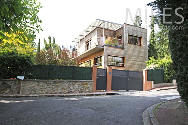 Belle maison de bois. C0860