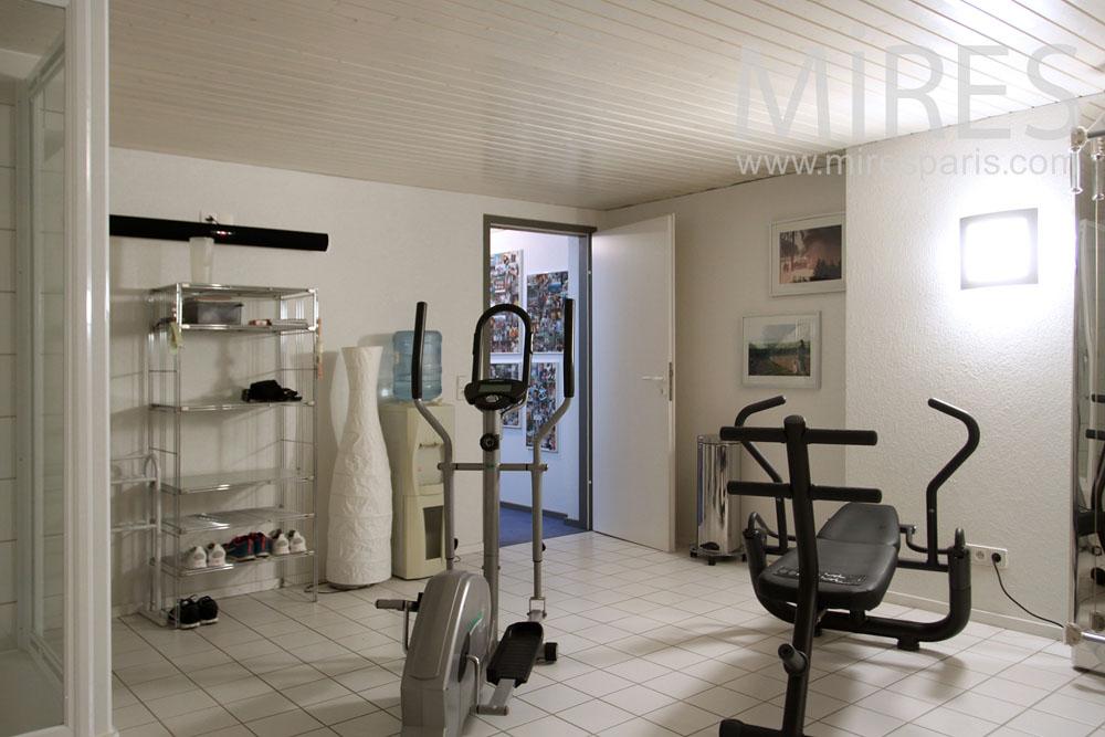 salle de fitness au sous sol c1015 mires paris. Black Bedroom Furniture Sets. Home Design Ideas