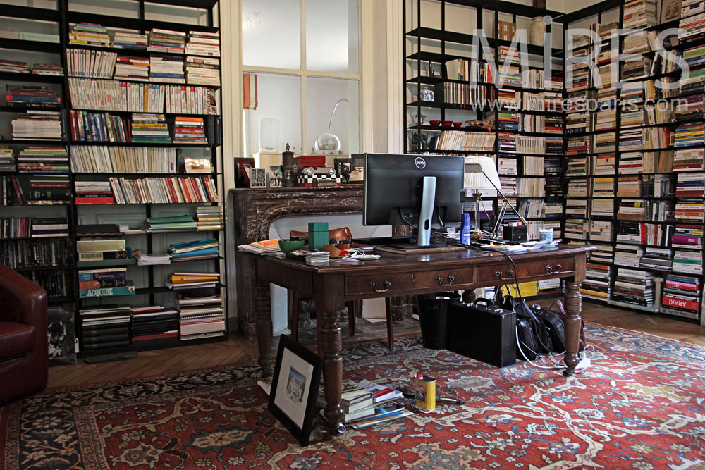Office, library. C1018