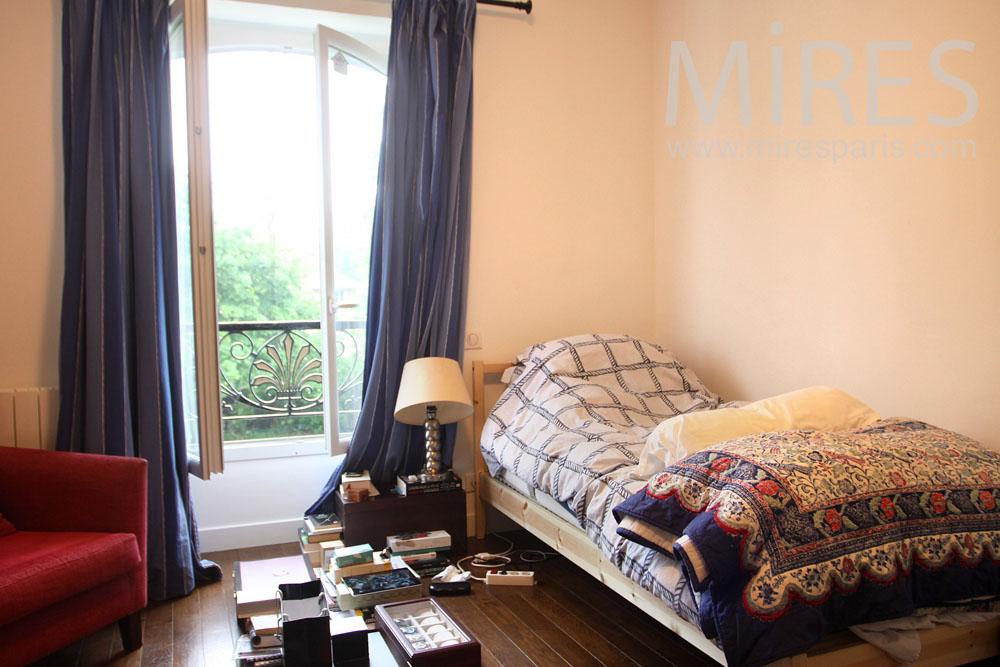 Petite chambre cosy à l'étage. C1018