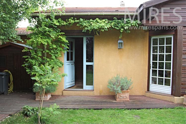 Maison provençale en banlieue parisienne. C1019
