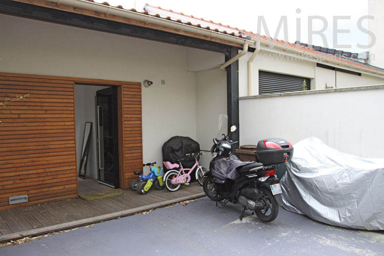 Garage for children and adults. C1021