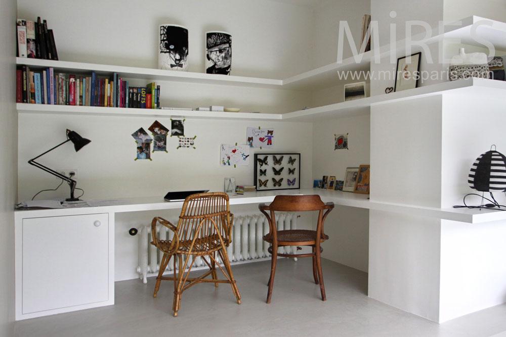 coin bureau pour deux c1030 mires paris. Black Bedroom Furniture Sets. Home Design Ideas