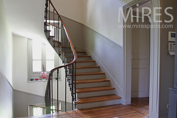 Beautiful classic staircase. c1031