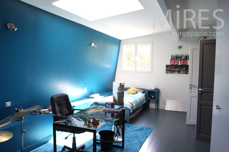 deco chambre bleue photos de conception de maison. Black Bedroom Furniture Sets. Home Design Ideas