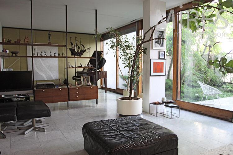 Grand salon moderne sur jardin. C1039   Mires Paris
