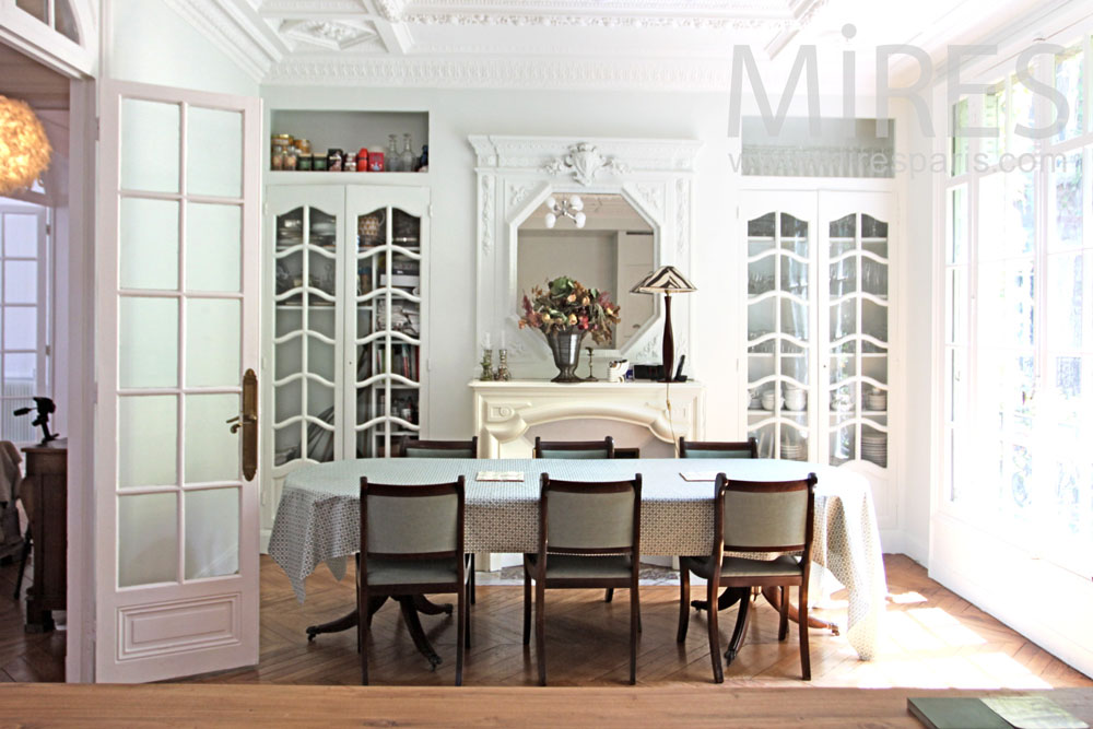 Sunny kitchen with dining room. C1041