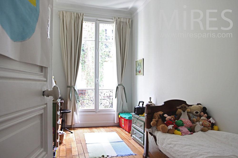 Etroite chambre d enfant c1041 mires paris for Parquet chambre enfant