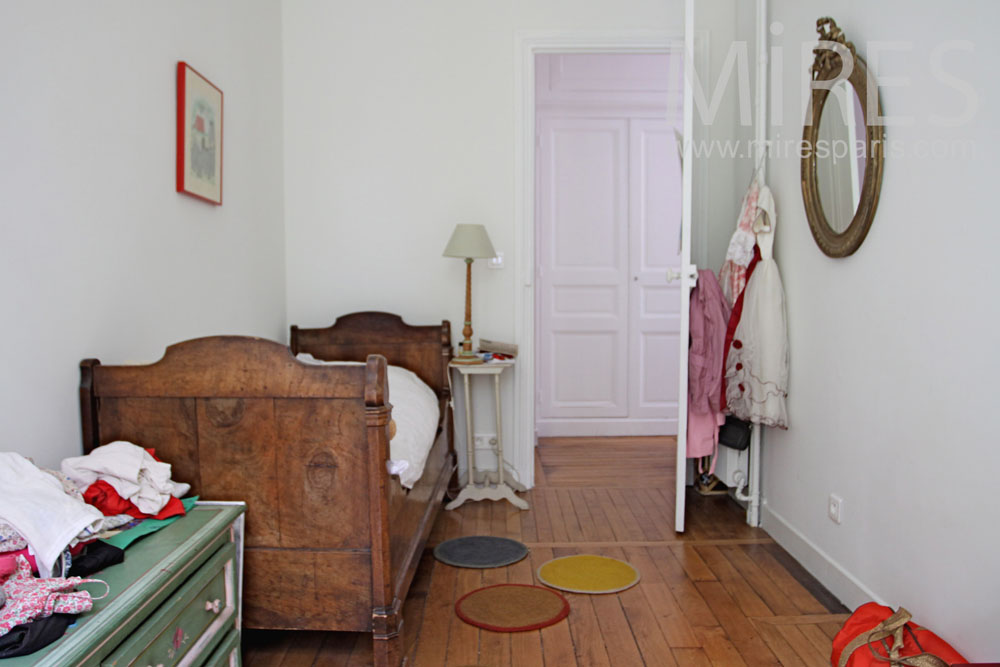 Tight child bedroom. C1041