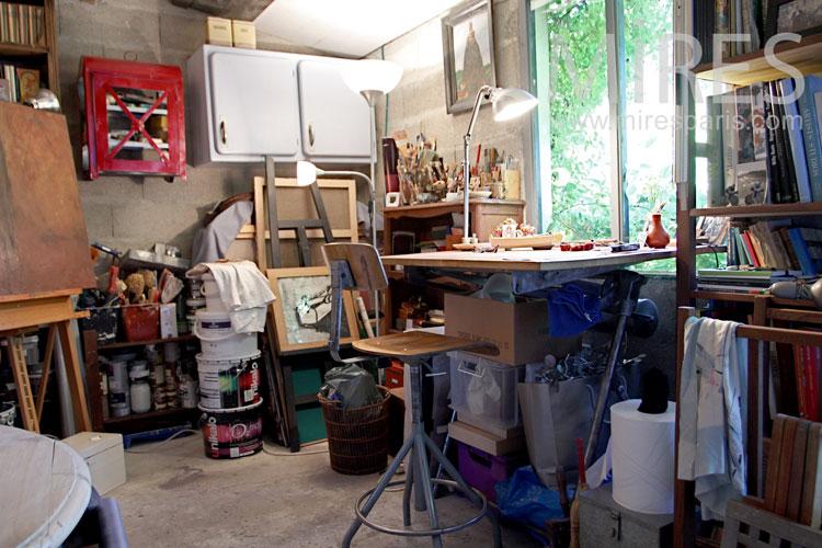 Paint shop. c1048