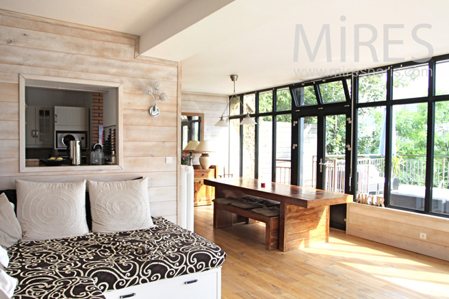 Living room with overlooking on Paris. C1049