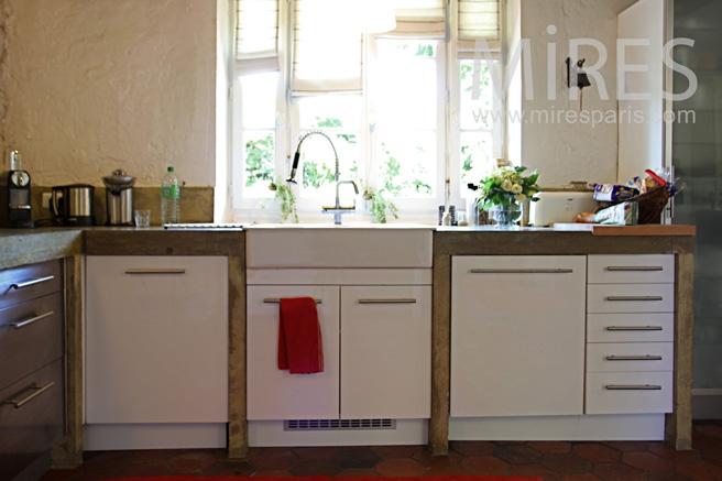Entrée sur la cuisine ouverte. C1057   Mires Paris