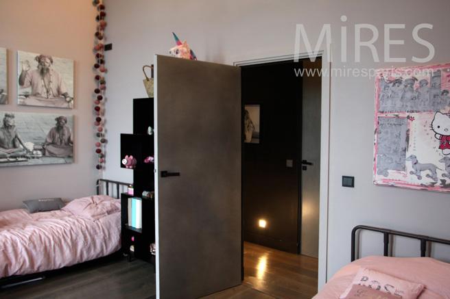 chambre pour jumelles avec salle de bains c1058 mires paris. Black Bedroom Furniture Sets. Home Design Ideas