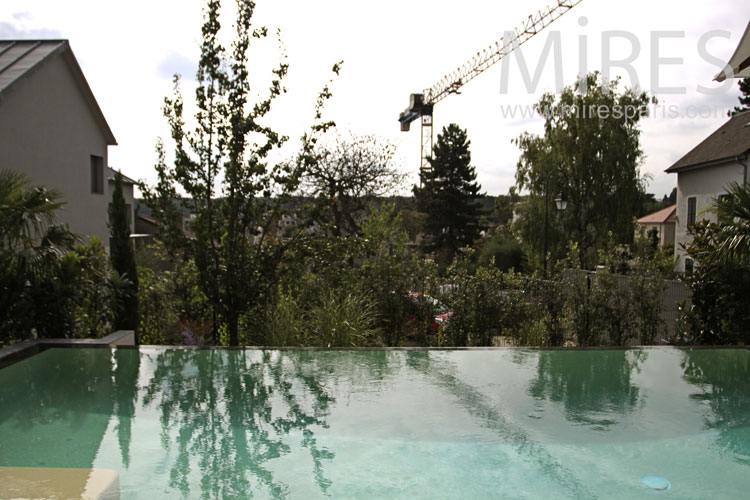 Belle piscine en surplomb c1060 mires paris for Belle piscine paris
