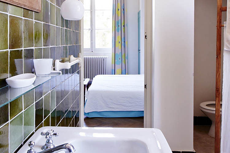 salle de bains mires paris. Black Bedroom Furniture Sets. Home Design Ideas