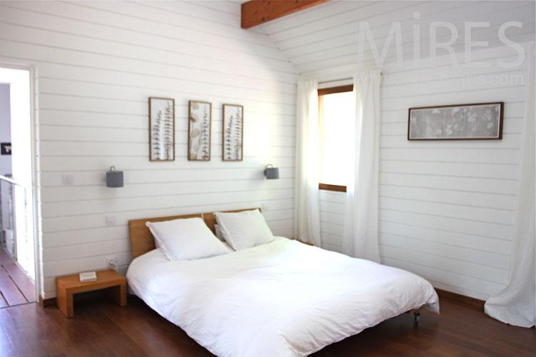 Beautiful white room. C1083
