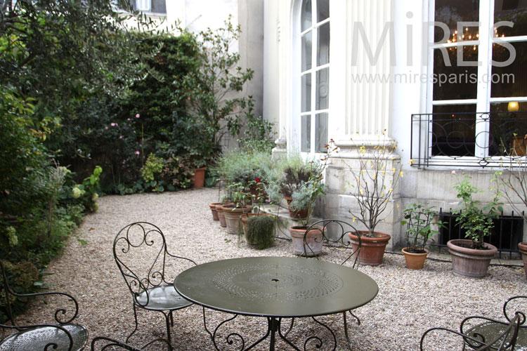 Cour côté jardin. C0099