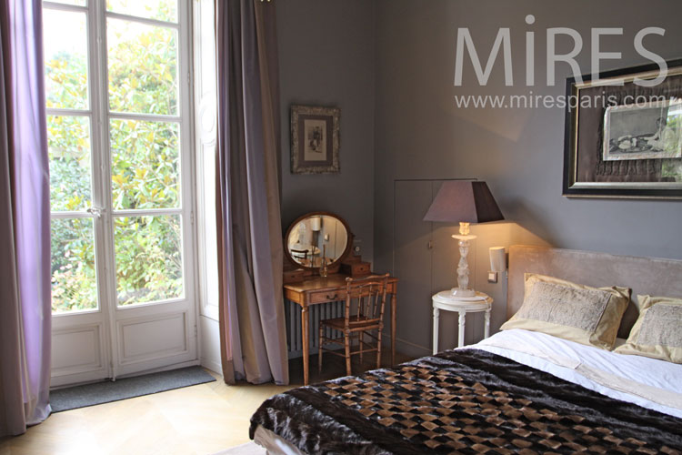 Classic bedroom with dressing. C0099