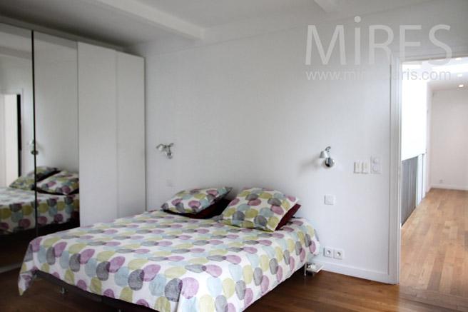 Chambre moderne avec vue. C1088