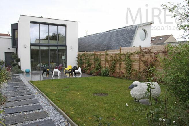 Petite maison simple et moderne c1092 mires paris for Petite maison moderne