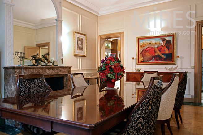 Art deco dining room. C1096